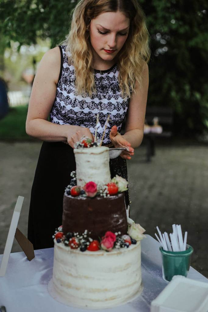 simple-rustic-wedding-cake-hochzeitstorte-vintage-naked-cake (14)