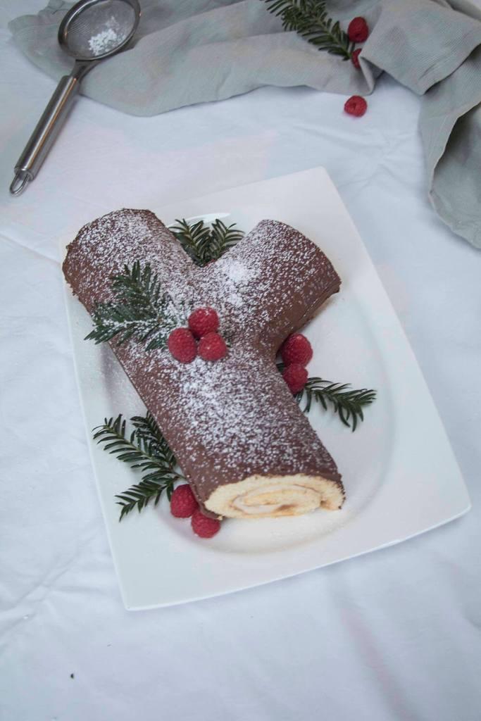 buche-de-noel-yule-log-cake-recipe-la-buche-de-noel (3)