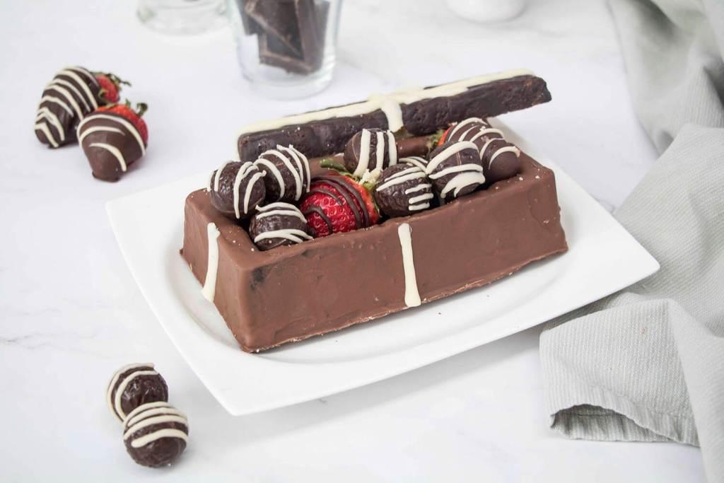 Valentines-Day-Chocolate-Box-Cake-Valentinstag-Torte-Pralinenschachtel-Torte (2)