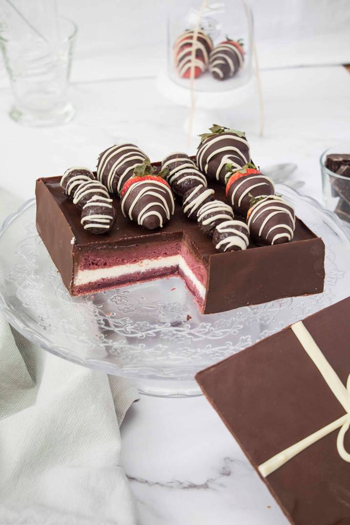 Valentines-Day-Chocolate-Box-Cake-Valentinstag-Torte-Pralinenschachtel-Torte-muttertags-torte (1)