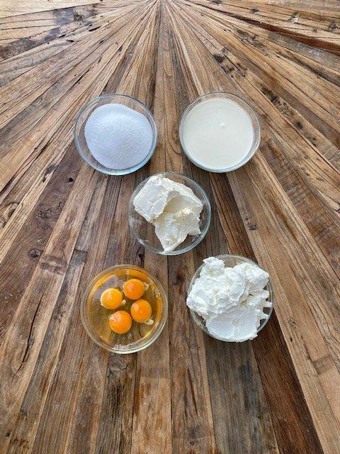 Cheesecake-filling-ingredients-Käsekuchenfüllung-Zutaten