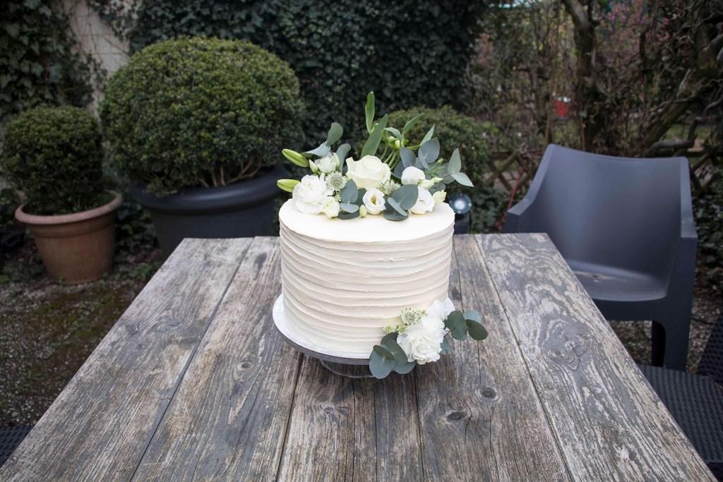 small-wedding-cake-elegant-romantic-kleine-hochzeitstorte-mit-blumen (2)_1