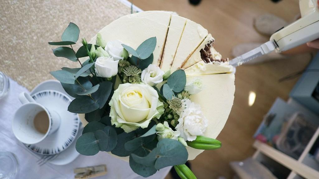 small-wedding-cake-elegant-romantic-kleine-hochzeitstorte-mit-blumen (7)