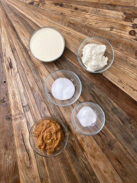 Giant-Maxi-King-Cake-ingredients-Riesen-Maxi-King-Torte-Zutaten (1)