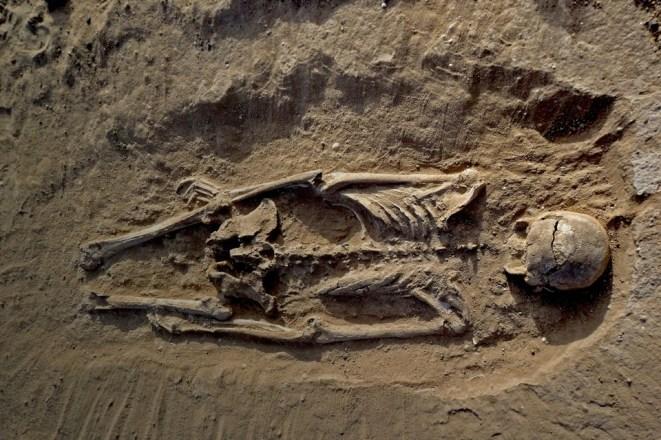 Victime aux os brisés