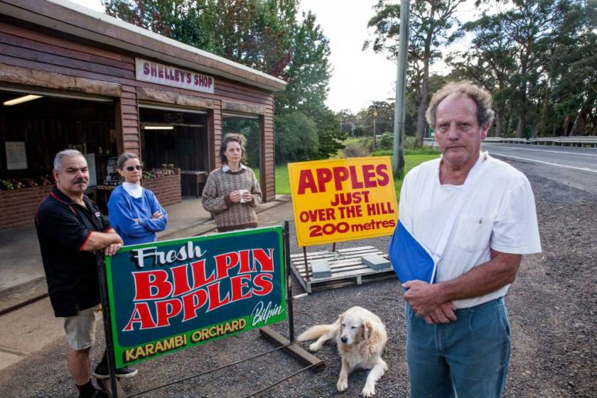 Aggrieved Bilpin business owners and their signs (Photo: Geoff Jones, Hawkesbury Gazette)