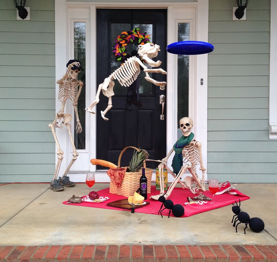 baxter skeletons picnicing