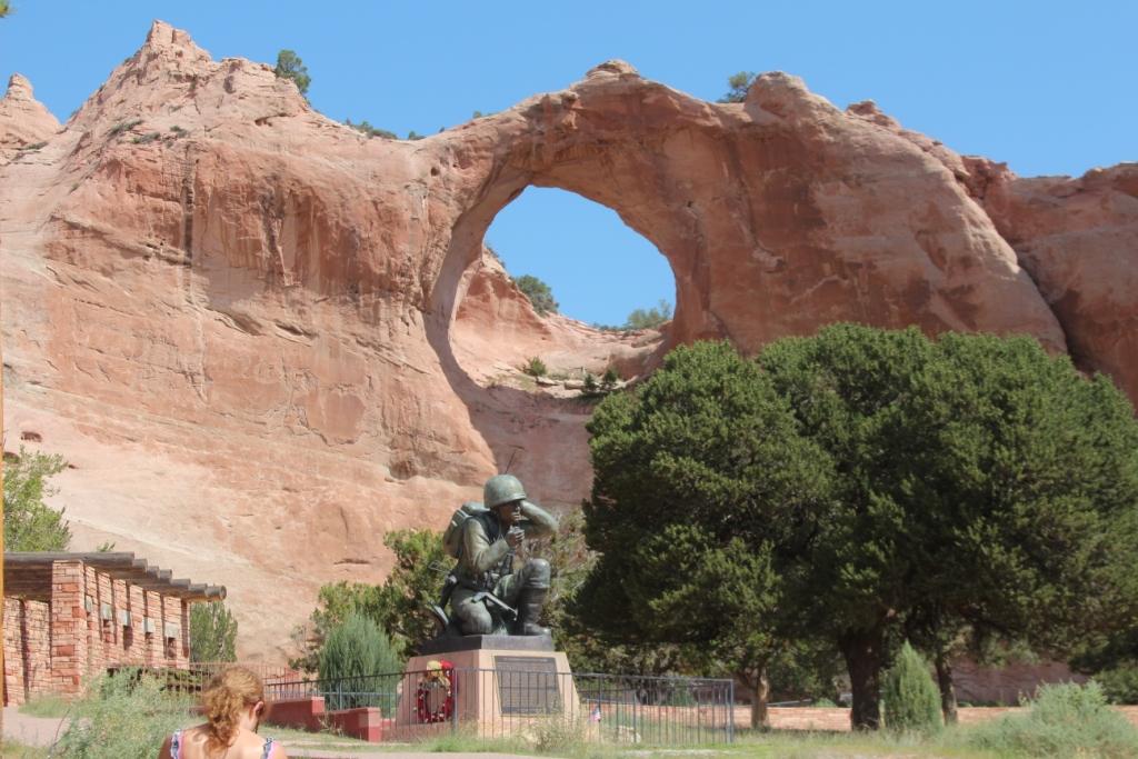 Statue : Hommage au Code Navajo