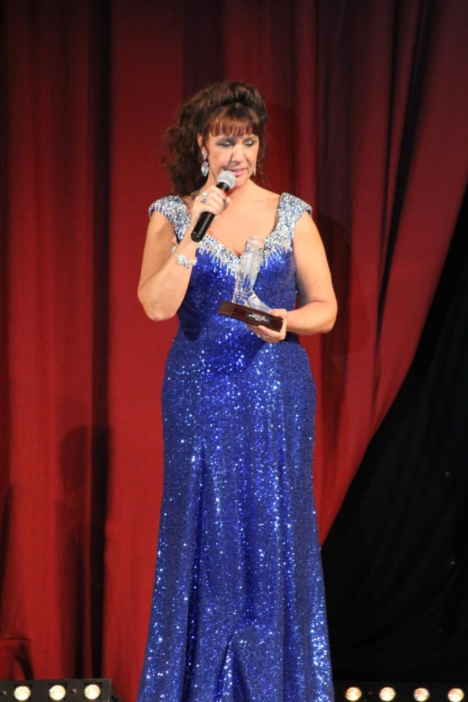 """Deux """"gros"""" Awards pour Ria Vos (NL) : Meilleure Instructeur Internationale et """"Outstanding Achievement"""" pour l'ensemble de sa carrière d'instructeur et chorégraphe"""