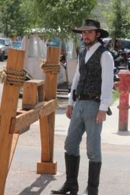 Tombstone - Les personnages de western se promènent dans la rue