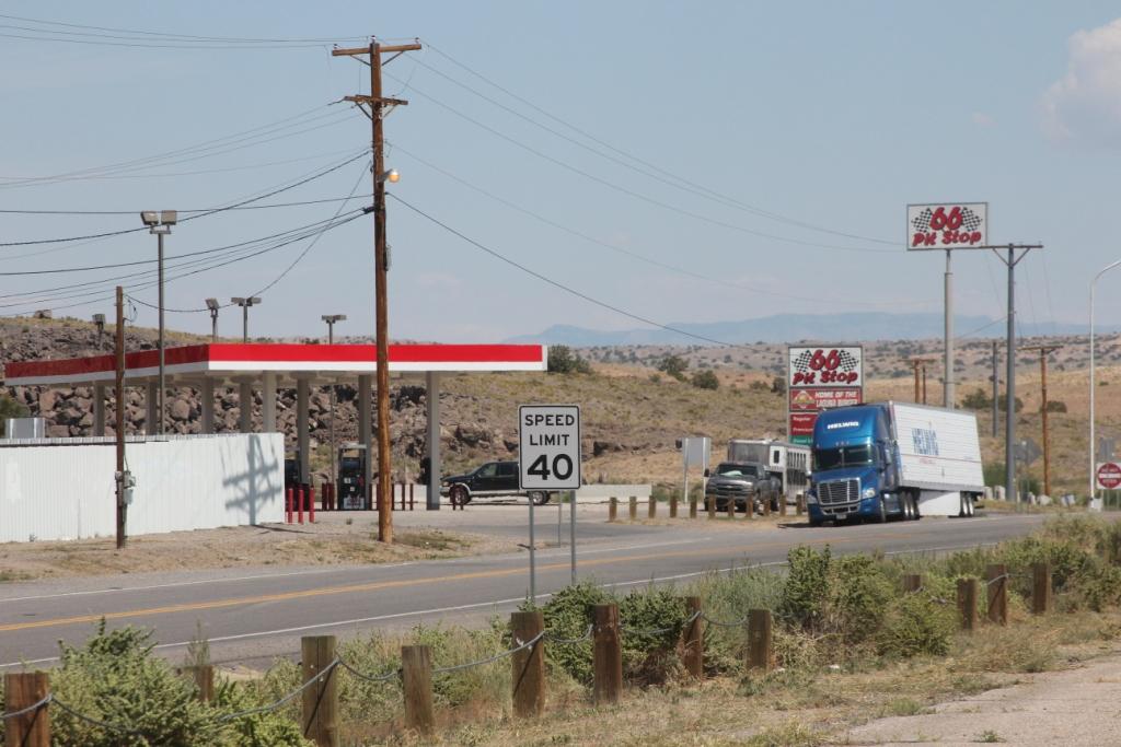Station Service située sur l'ancienne Route 66 qui longe l'A40.