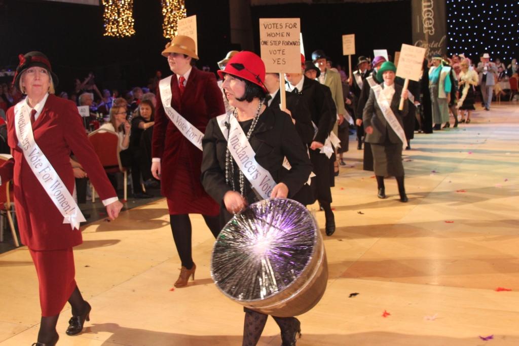 Le défilé des suffragettes