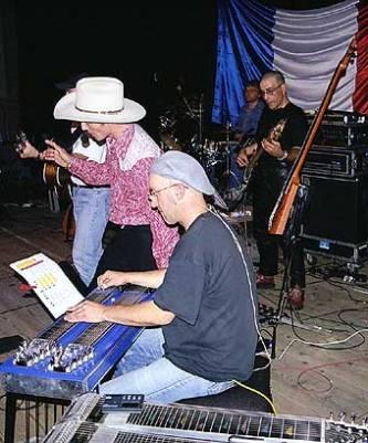 J.C.Harrisson en répétition avec Lionel Wendling lors de la préparation du concert donné à Festiwomen & Guys en 2003 à Roissy en Brie, son premier concert en France.