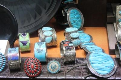 Bijoux fabriqués par les indiens