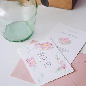 Invitación de boda romántica flores peonías