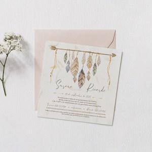 Invitación de boda boho plumas