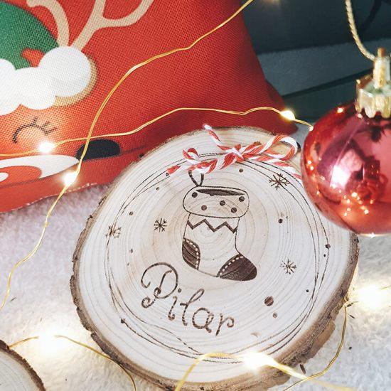 rodaja-madera-grabada-navidad-personalizada-bota-navidad