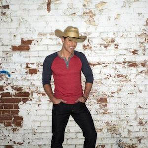 Dustin Lynch on Country Music News Blog