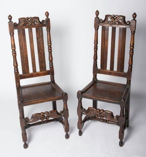 Good pair of Charles II oak chairs (England, c. 1680) Front