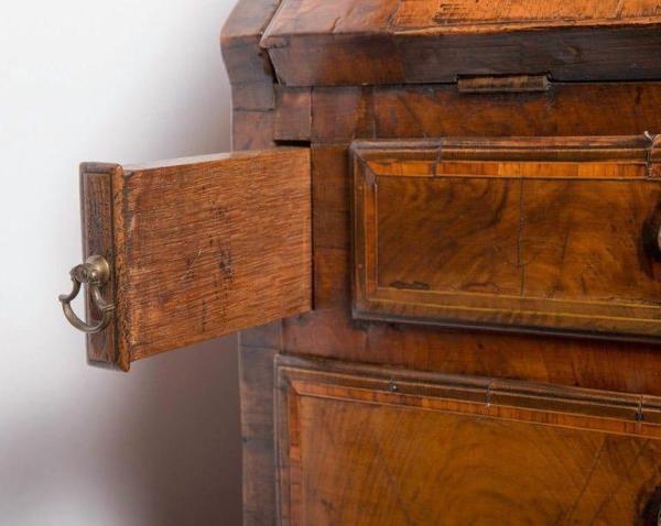 Walnut bureau 18th century Open Drawers