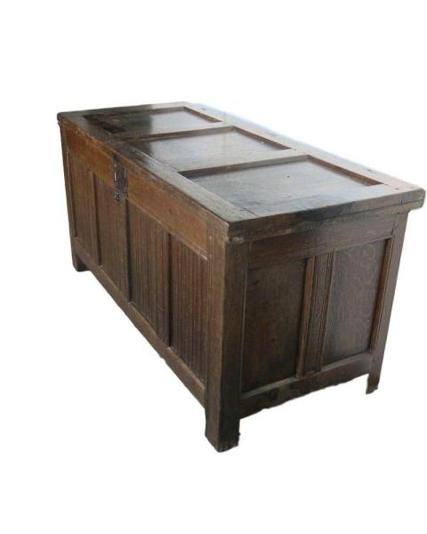 Early Oak coffer, with panelled lid. 1580 Side and Front