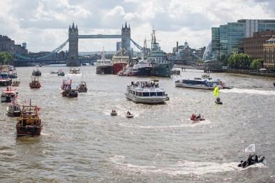 vote-leave-flotilla-thamesasdf