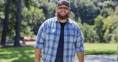 """Luke Combs earns 10th consecutive #1 with """"Better Together"""""""