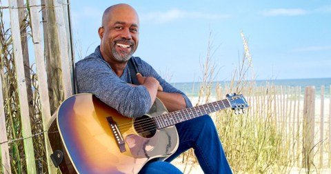 """Darius Rucker earns #1 with """"Beers And Sunshine"""""""