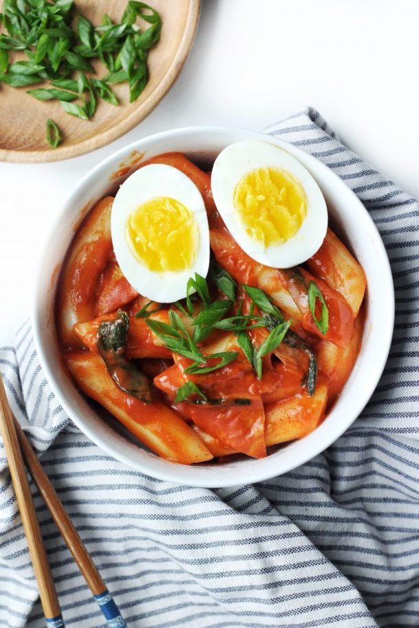 Hot & Spicy Korean Rice Cake (Tteokbokki) Recipe