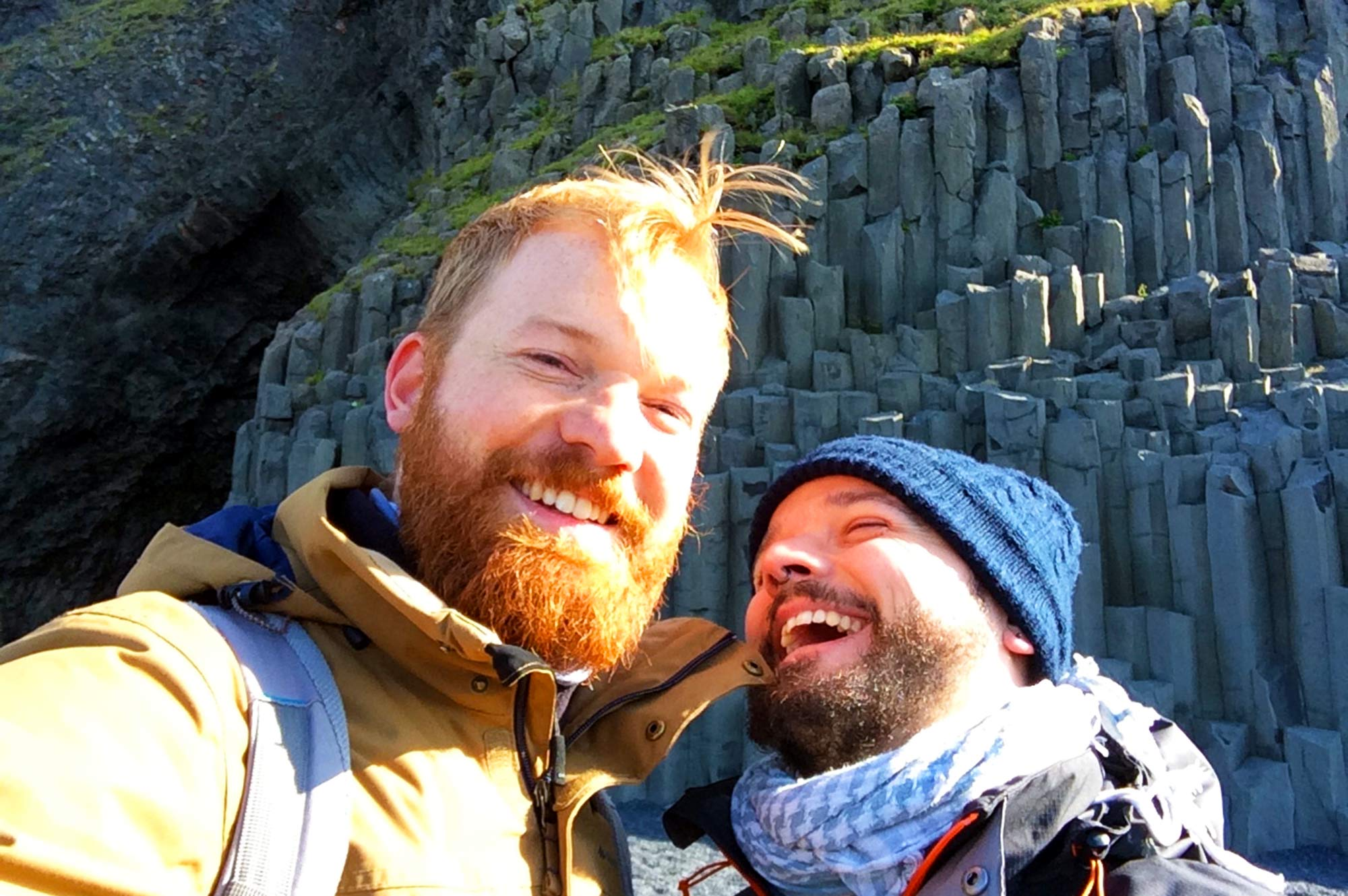 Süd-Islands Schwarze Strände Vík Gay Couple Travel Blogger Karl & Daan | Gay Couple exploring South Iceland Vík © CoupleofMen.com