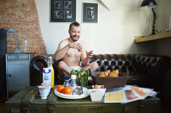 Karl enjoying breakfast | Boutique Hotel Sleep-Inn Box 5 Nijmegen © CoupleofMen.com