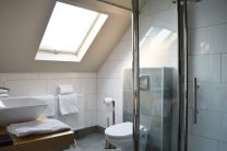 Spacious Bath Room   Boutique Hotel Sleep-Inn Box 5 Nijmegen © CoupleofMen.com