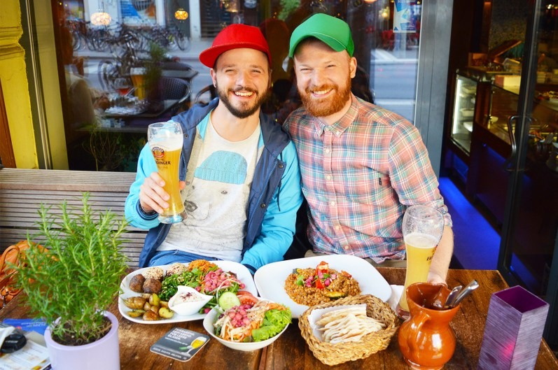 Restaurant LE SU Lange Reihe Hamburg | Gay Couple City Weekend Hamburg Germany © CoupleofMen.com