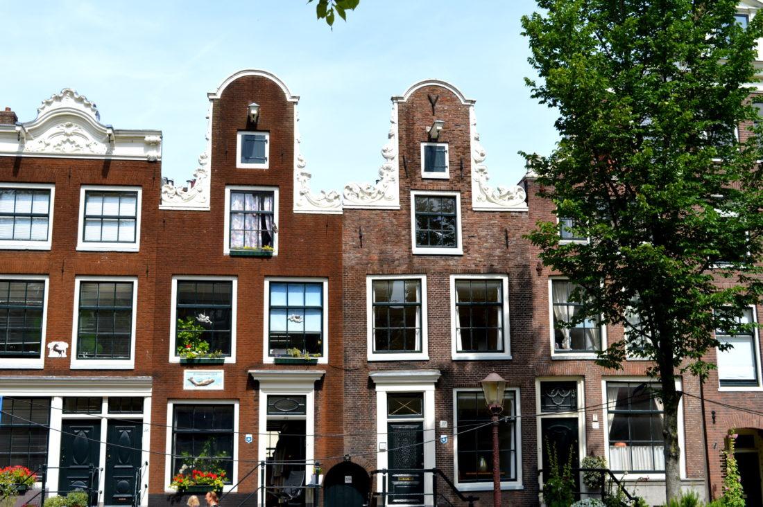 Grachten Houses Amsterdam | Gay Couple City Weekend Amsterdam © CoupleofMen.com