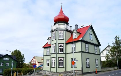 Reykjavik Gay Travel Green house with red roof | Gay Couple Travel City Weekend Reykjavik Iceland © Coupleofmen.com