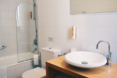 gay-friendly-hotel-windsor-nice-bath-room