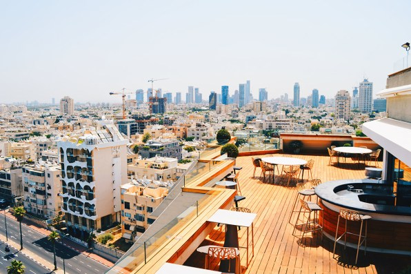 Great view of Tel Aviv from the rooftop terrace © CoupleofMen.com