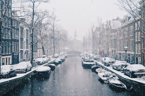 snow in amsterdam our dutch winter day in the netherlands. Black Bedroom Furniture Sets. Home Design Ideas