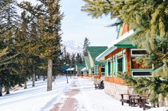 Staying with a view with Lake View ar Jasper Lodge Alberta Canada Gay-friendly Hotel © CoupleofMen.com