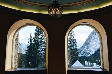 Exploring the Castel in the Rockies together as a gay couple | Fairmont Banff Springs Castle Hotel Gay-Friendly © CoupleofMen.com