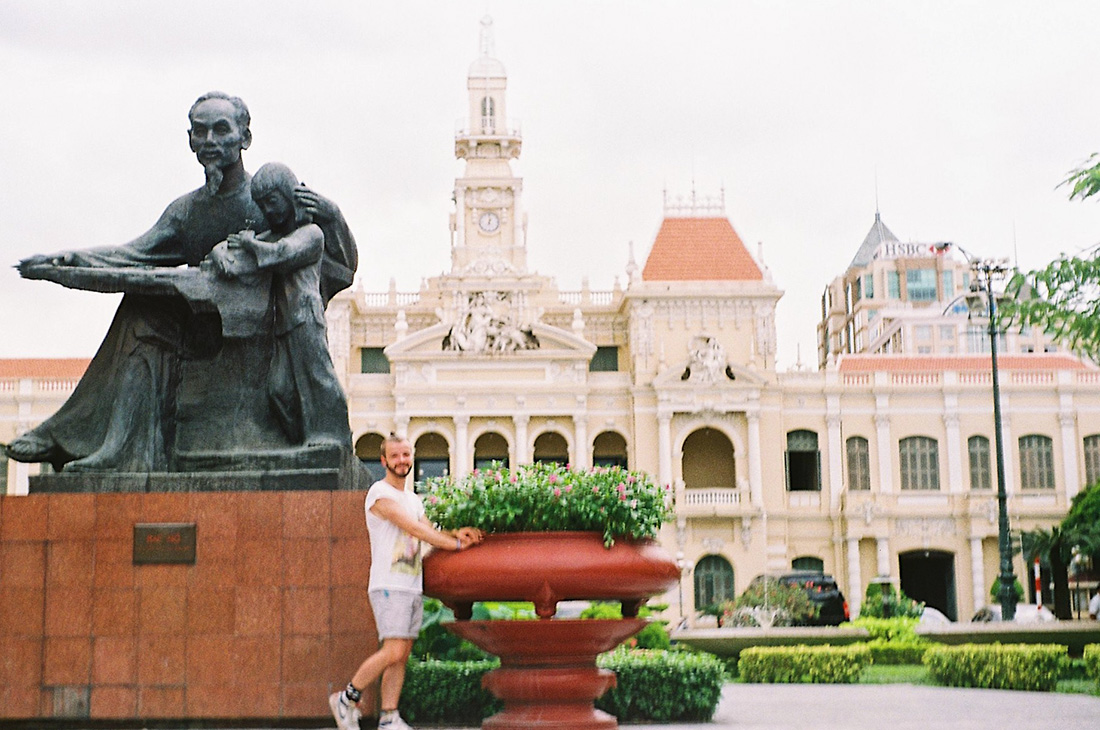 Schwul in Vietnam Karl in front of the Ho Chi Minh statue outside Ho Chi Minh City People's Committee | Top Highlights Best Photos Gay Couple Travel Vietnam © CoupleofMen.com