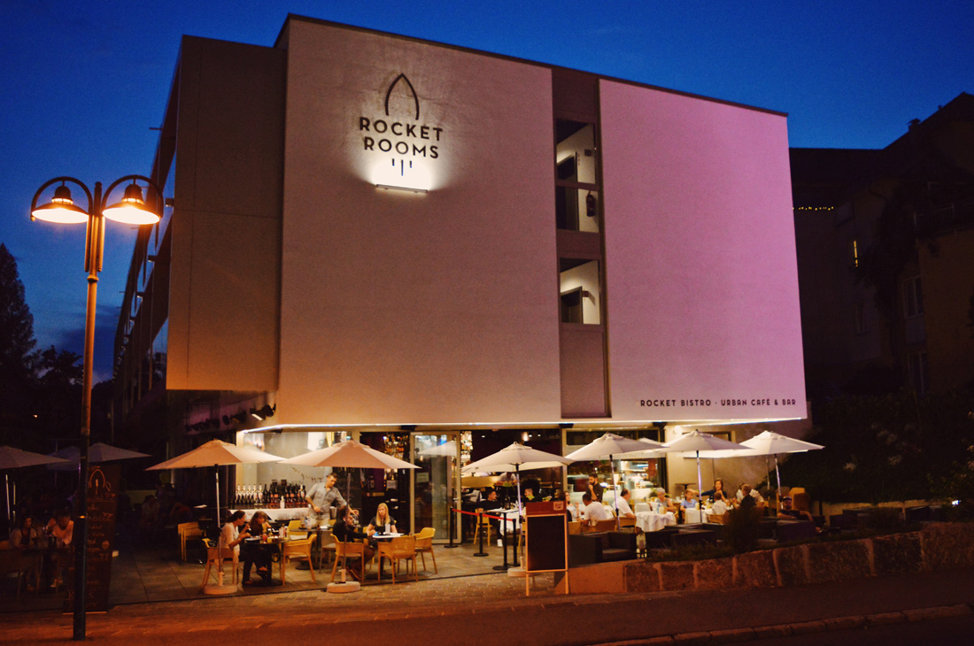 Hotel from outside by night | ROCKET ROOMS Velden Wörthersee gay-friendly © CoupleofMen.com