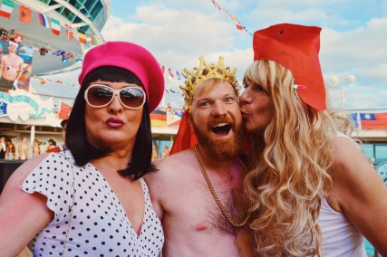 A kiss from two beauties | Where are you from Party The Cruise 2017 © CoupleofMen.com