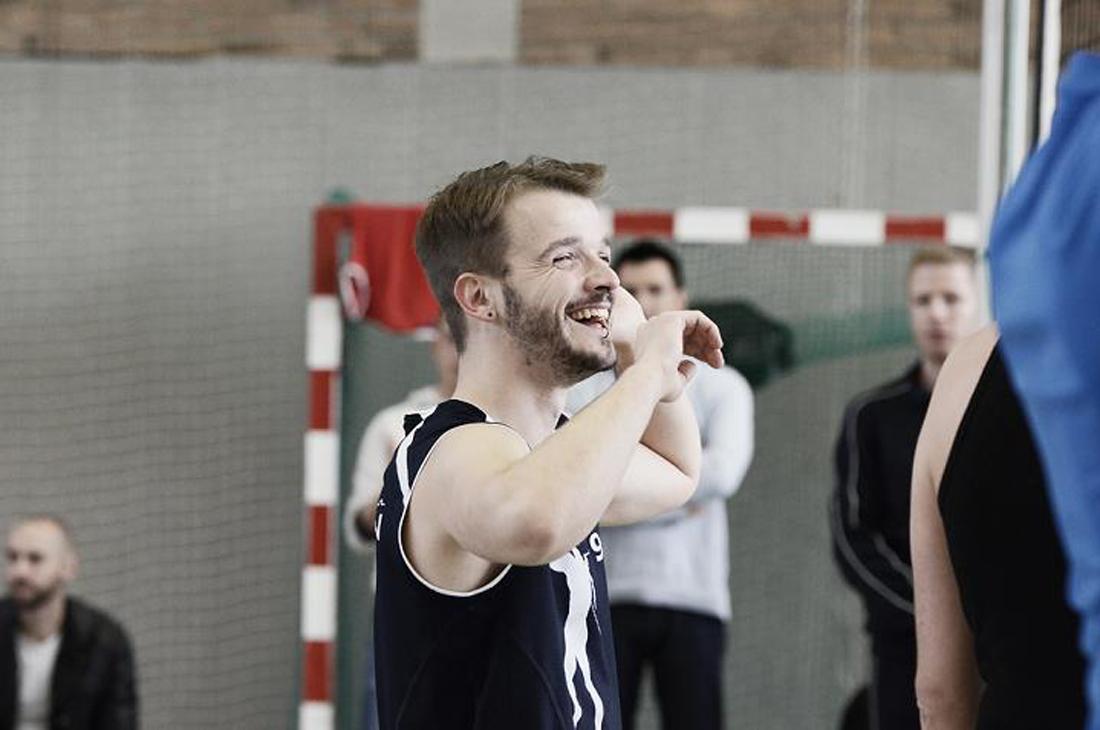 Karl has fun at Berlin Goldelsen-Cup Volleyball Tournament © CoupleofMen.com