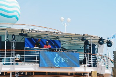 Daytime Lounge music onboard the Monarch | Gay Couple Travel Diary The Cruise 2017 © CoupleofMen.com