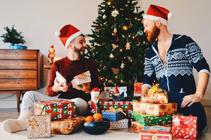Gay Travel Christmas Presents Gay Traveler Christmas Gift Ideas © CoupleofMen.com