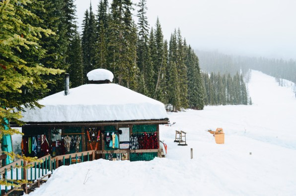Shop, Winter Sports Rental & Souvenirs | Emerald Lake Lodge gay-friendly © Coupleofmen.com