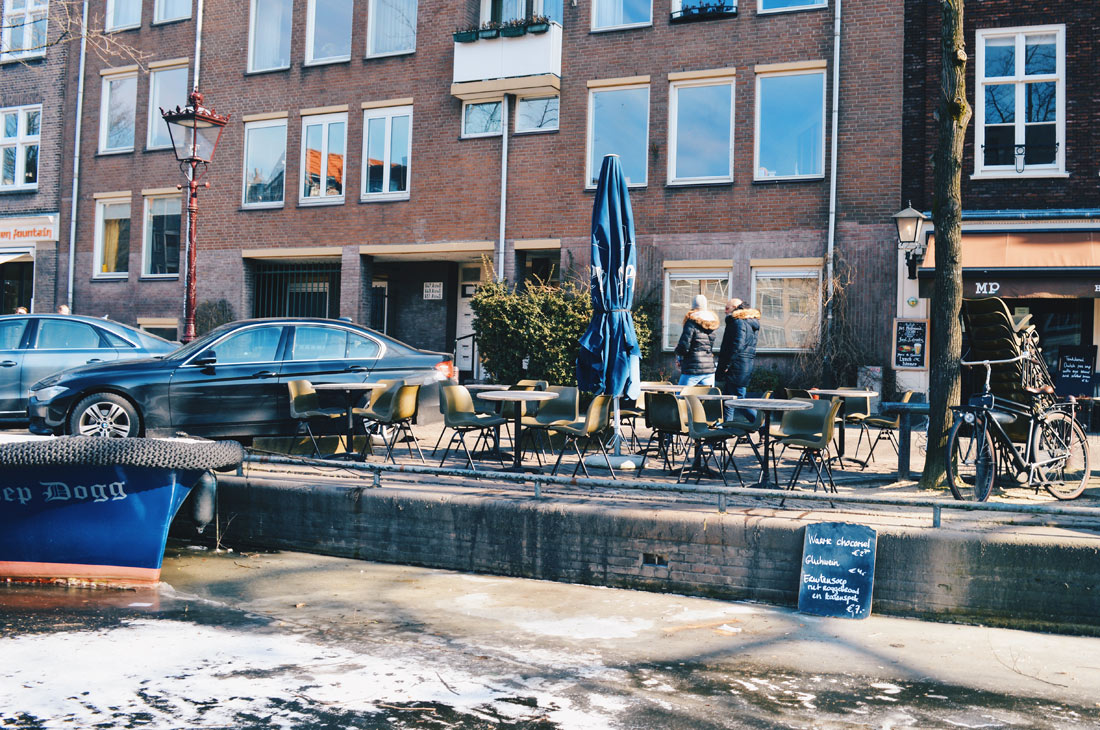 Getting a hot chocolate on Prinsengracht   Amsterdam Frozen Canals © Coupleofmen.com