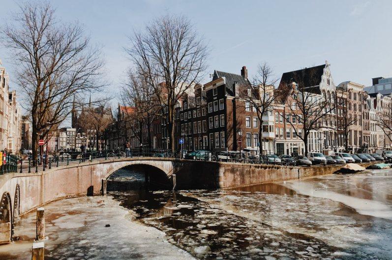 Winter on Amsterdam's Frozen Canals Frozen Leidsegracht and Keizersgracht | Amsterdam Frozen Canals © Coupleofmen.com