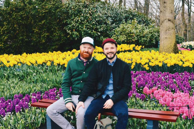Two men in love with nature | Keukenhof Tulip Blossom Holland © Coupleofmen.com